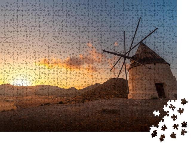 """Puzzle 1000 Teile """"Beeindruckende Windmühle am Strand von Los Genoveses bei Sonnenuntergang, Spanien"""""""