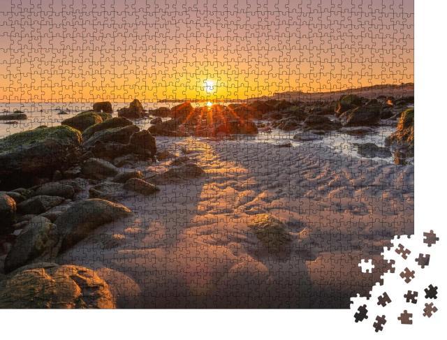 """Puzzle 1000 Teile """"Friedlicher Morgen am Strand von Helgoland"""""""