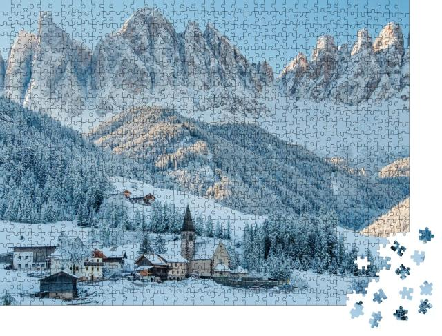 "Puzzle 1000 Teile ""Schneebedecktes Dorf Val di Funes, Südtirol, Italien"""