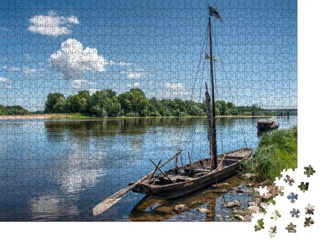 """Puzzle 1000 Teile """"Kleines Fischerboot auf der Loire im Westen Frankreichs"""""""