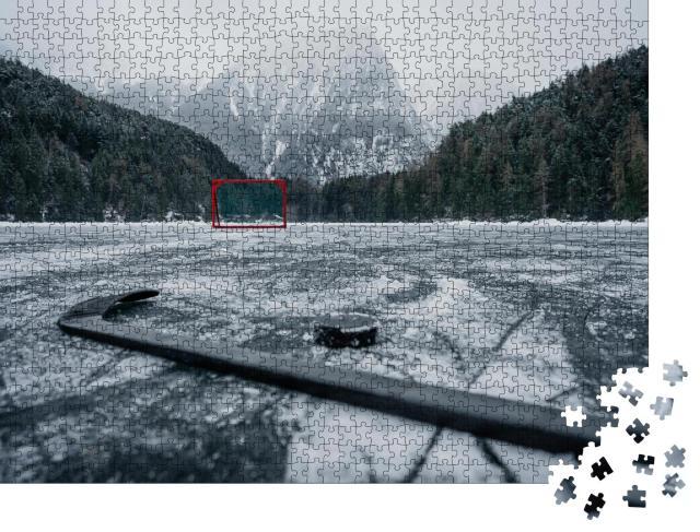 """Puzzle 1000 Teile """"Eishockeytor auf einem leeren Freilufteisplatz"""""""