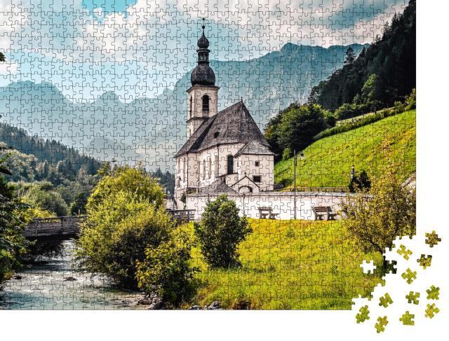 """Puzzle 1000 Teile """"Landschaft in den Alpen mit der Kirche St. Sebastian an einem Gebirgsfluss"""""""