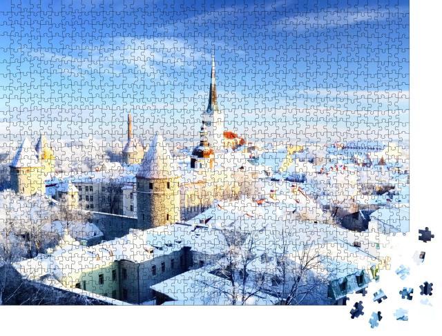 """Puzzle 1000 Teile """"Blick auf die verschneite Altstadt von Tallinn, Estland"""""""