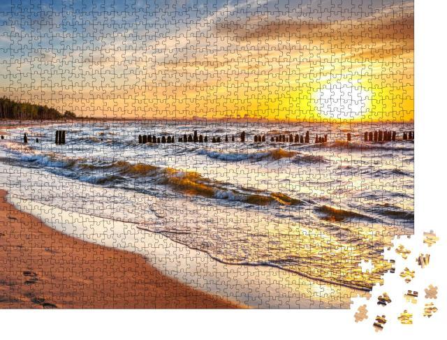"""Puzzle 1000 Teile """"Sonnenuntergang am Strand an der Ostsee in Polen"""""""