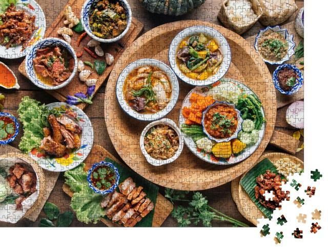 """Puzzle 1000 Teile """"Essen auf einem Tisch in Thailand"""""""