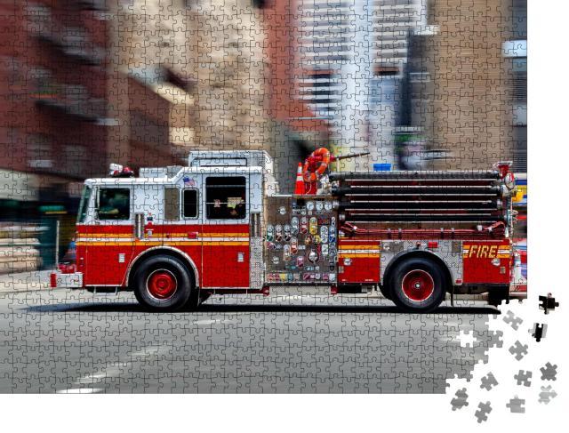 """Puzzle 1000 Teile """"Feuerwehrauto auf dem Weg zum Einsatz in NYC"""""""