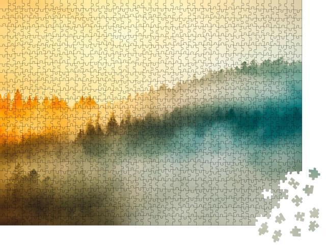 """Puzzle 1000 Teile """"Wunderschöner Sonnenaufgang über Wald im Frühnebel"""""""