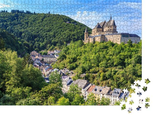 """Puzzle 1000 Teile """"Malerisches Schloss Vianden, Luxemburg."""""""