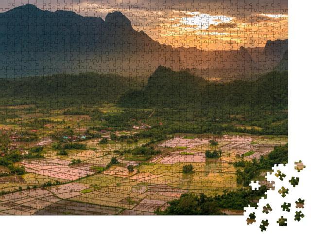 """Puzzle 1000 Teile """"Goldener Sonnenuntergang auf den Reisfeldern von Laos"""""""