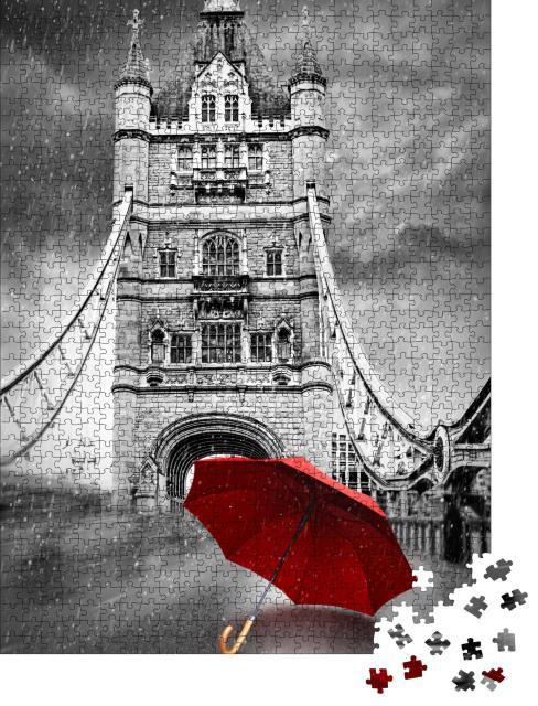"""Puzzle 1000 Teile """"Roter Regenschirm auf der Tower Bridge in London, schwarz-weiß"""""""