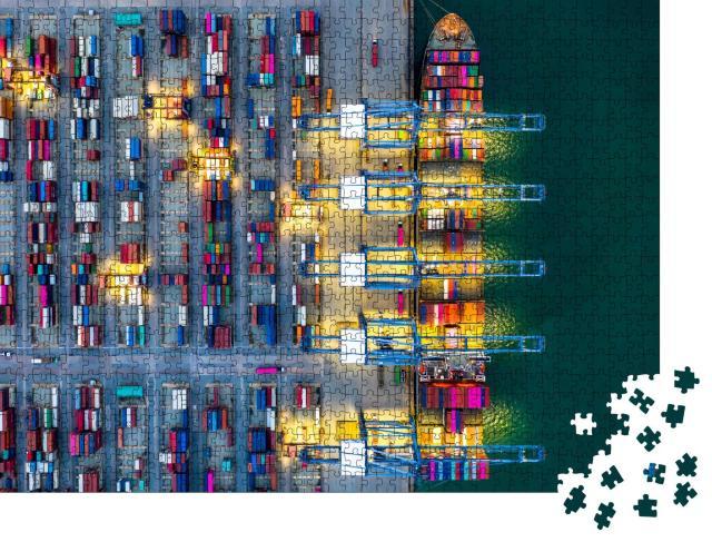 """Puzzle 1000 Teile """"Beladung eines Containerschiffes bei Nacht im Hafen von Dubai"""""""