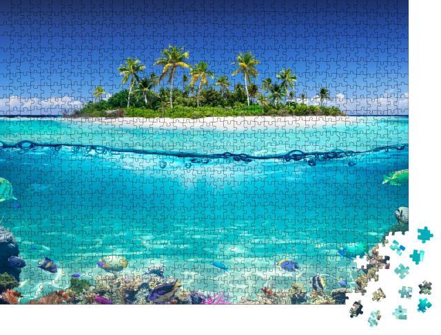 """Puzzle 1000 Teile """"Tropische Insel und Korallenriff, Ansicht mit Wasserlinie"""""""