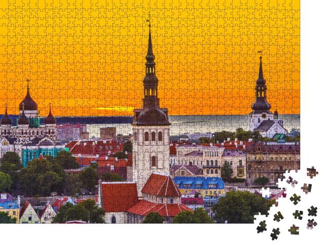 """Puzzle 1000 Teile """"Skyline von Tallinn bei Sonnenuntergang, Estland"""""""