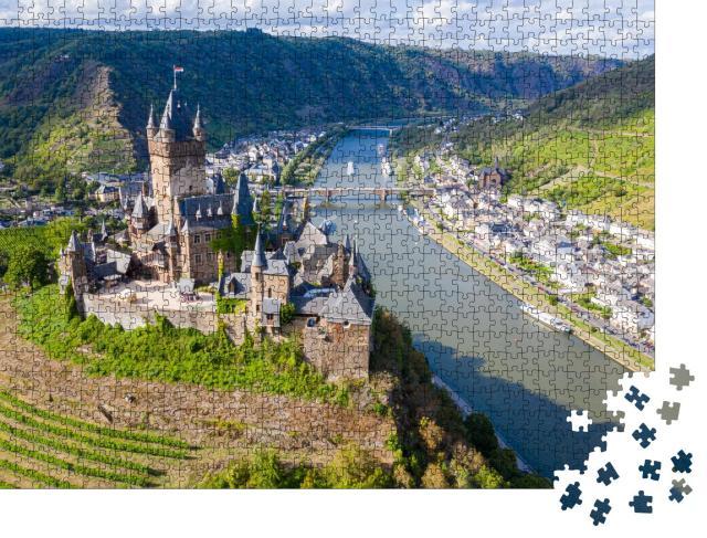 """Puzzle 1000 Teile """"Reichsburg Cochem schützt die historische Stadt: Neugotik in Rheinland-Pfalz"""""""