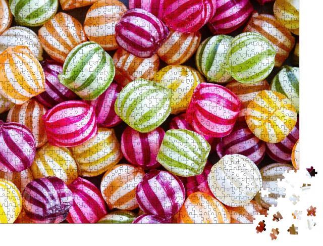 """Puzzle 1000 Teile """"Leckere gestreifte Bonbons in verschiedenen Farben"""""""