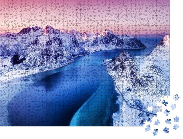 """Puzzle 1000 Teile """"Luftaufnahme auf den Lofoten: Berge und Meer, Norwegen"""""""