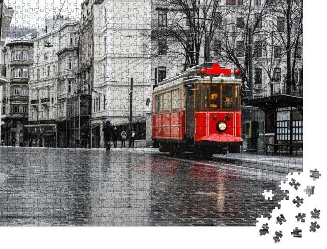 """Puzzle 1000 Teile """"Rote nostalgische Straßenbahn in Istanbul"""""""