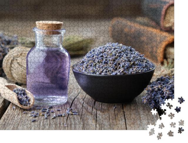 """Puzzle 1000 Teile """"Ätherisches Lavendelöl und getrocknete Lavendelblüten"""""""