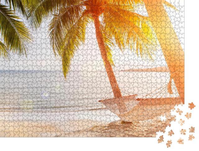 """Puzzle 1000 Teile """"Hängematte an einer Palme bei Sonnenuntergang"""""""