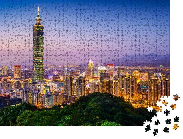 """Puzzle 1000 Teile """"Taipeh, Taiwan: Skyline der Stadt in der Dämmerung"""""""