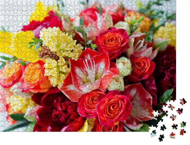 """Puzzle 1000 Teile """"Große rosa Geschenkbox mit hellen Blumen"""""""