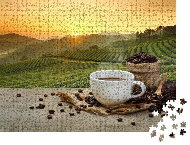 """Puzzle 1000 Teile """"Frisch aufgebrühter Kaffee vor der Kaffeeplantage"""""""
