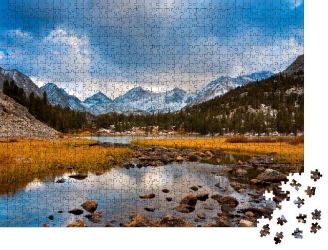 """Puzzle 1000 Teile """"Wilde Berglandschaft in ruhiger Morgenstimmung"""""""
