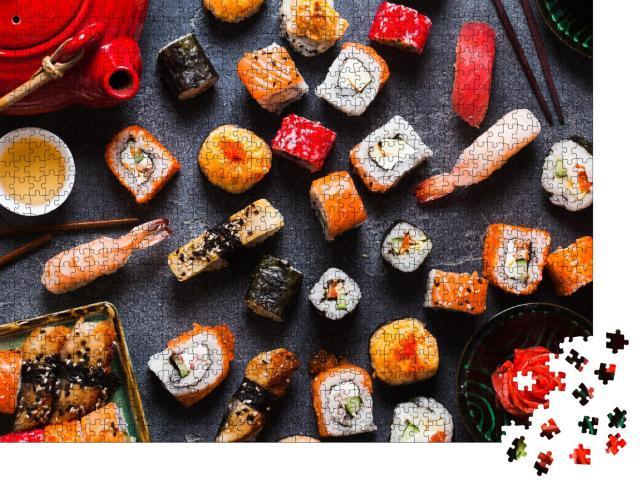 """Puzzle 1000 Teile """"Nigiri und Sushi-Rollen, serviert mit Wasabi und Ingwer, Ansicht von oben"""""""