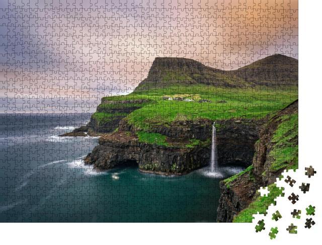 """Puzzle 1000 Teile """"Im Fluss: fantastischer Wasserfall von Gasadalur mit Langzeitbelichtung"""""""