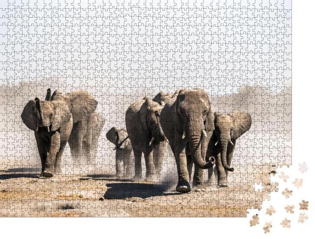 """Puzzle 1000 Teile """"Eine Elefantenherde nähert sich einem Wasserloch, Etosha-Nationalpark, Namibia, Afrika"""""""