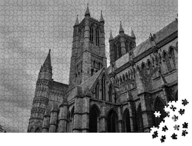 """Puzzle 1000 Teile """"Die Kathedrale von Lincoln, schwarz-weiß"""""""