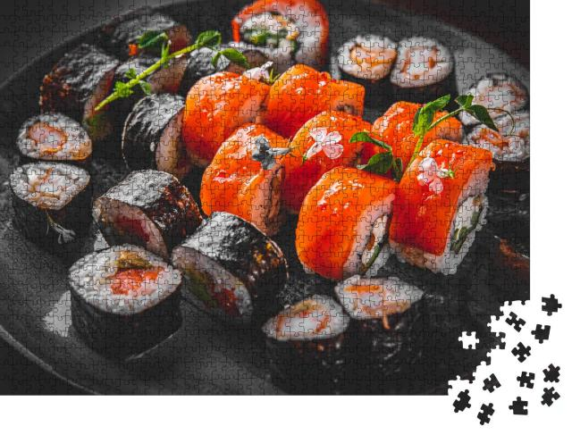 """Puzzle 1000 Teile """"Set von Sushi-Rolle mit Lachs, Avocado, Frischkäse, Gurke, Reis, Thunfisch"""""""