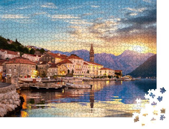 """Puzzle 1000 Teile """"Abend in Perast in der Bucht von Kotor, Montenegro"""""""