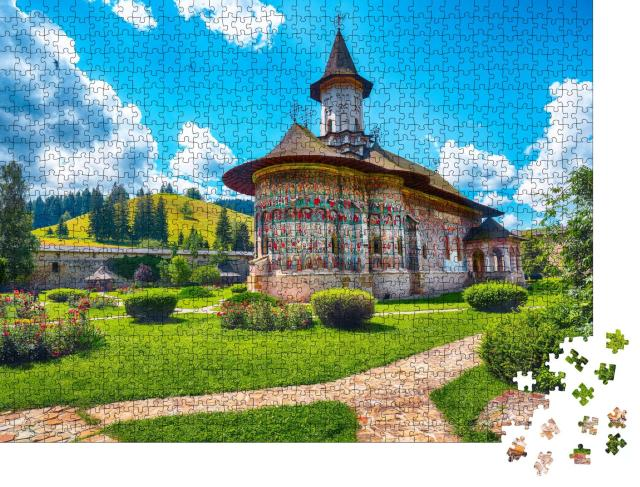 """Puzzle 1000 Teile """"Prächtige ostorthodoxe Kirche in der Gemeinde Sucevitai, Rumänien"""""""