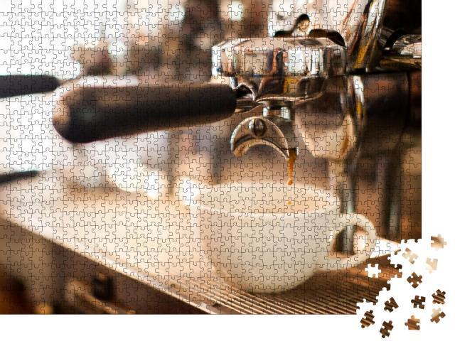 """Puzzle 1000 Teile """"Köstlich frischer Kaffee aus der Siebträgermaschine"""""""