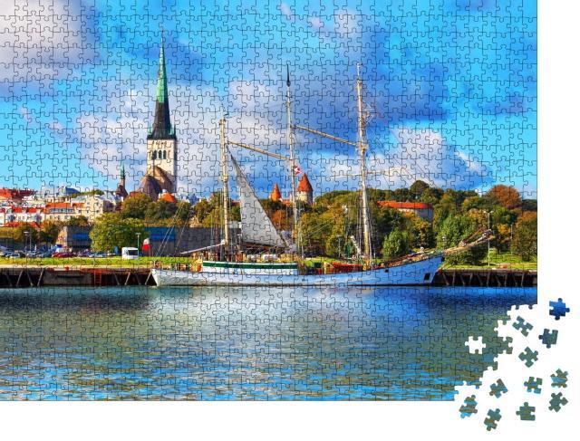 """Puzzle 1000 Teile """"Historischer Großsegler vor der Altstadt von Tallinn, Estland"""""""