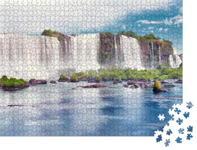 """Puzzle 1000 Teile """"Panoramabild: majestätische Iguazu-Wasserfälle in Argentinien, Nebel und Wolken"""""""