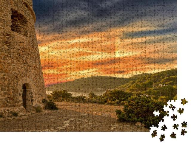 """Puzzle 1000 Teile """"Turm von Sal Rossa bei Sonnenaufgang in Ibiza, Spanien"""""""