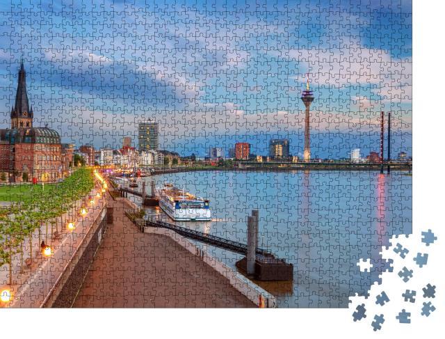 """Puzzle 1000 Teile """"Rhein bei Sonnenuntergang: Panorama aus Düsseldorf, Deutschland"""""""