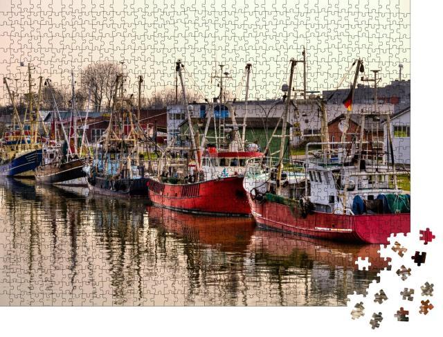 """Puzzle 1000 Teile """"Fischtrawler im Hafen von Büsum, Deutschland"""""""