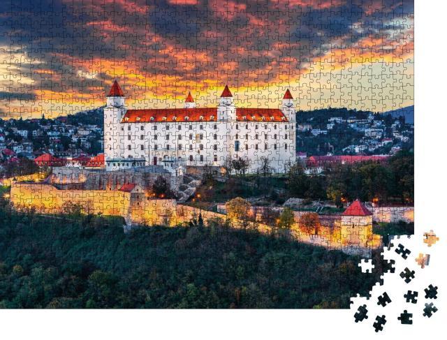 """Puzzle 1000 Teile """"Wunderschöner Abend über der Burg Bratislava, Slowakei"""""""