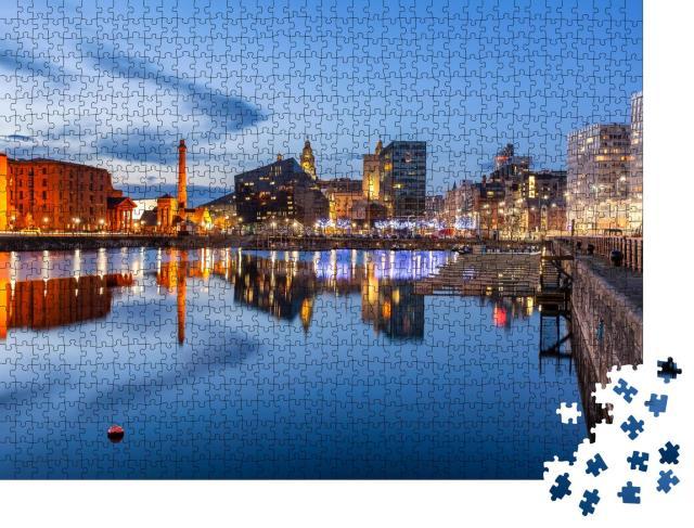"""Puzzle 1000 Teile """"Nachtansicht von Liverpool, Skyline in Richtung Albert Dock"""""""
