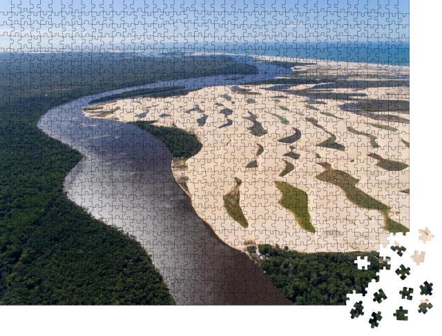 """Puzzle 1000 Teile """"Luftaufnahme des Preguiças-Flusses mit Dünen, Maranhão, Brasilien"""""""