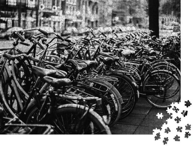 """Puzzle 1000 Teile """"Fahrräder in Amsterdam, schwarz-weiß"""""""