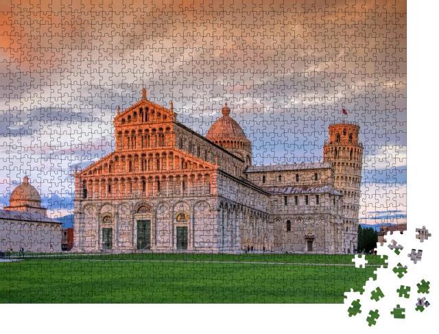 """Puzzle 1000 Teile """"Der schiefe Turm von Pisa und Dom in der Dämmerung"""""""