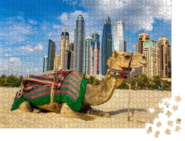 """Puzzle 1000 Teile """"Kamel vor der Skyline der Dubai Marina, Vereinigte Arabische Emirate"""""""