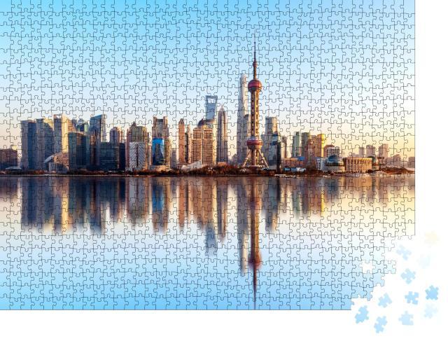 """Puzzle 1000 Teile """"Skyline von Shanghai mit perfekter Wasserreflektion"""""""