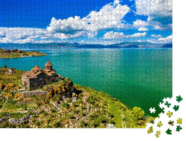 "Puzzle 1000 Teile ""Kloster Hayravank am Ufer des Sewansees, Armenien"""