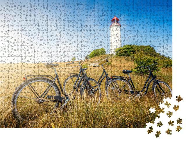 """Puzzle 1000 Teile """"Panoramablick auf den berühmten Leuchtturm Dornbusch, Ostsee"""""""