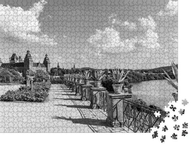 """Puzzle 1000 Teile """"Berühmtes Stadtschloss in Aschaffenburg, Deutschland, schwarz-weiß"""""""